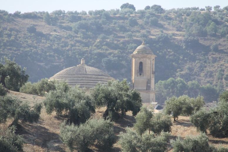 Entre olivos, la iglesia de la Encarnación